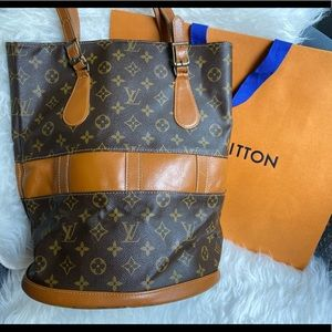 Authentic Louis Vuitton bucket GM monogram